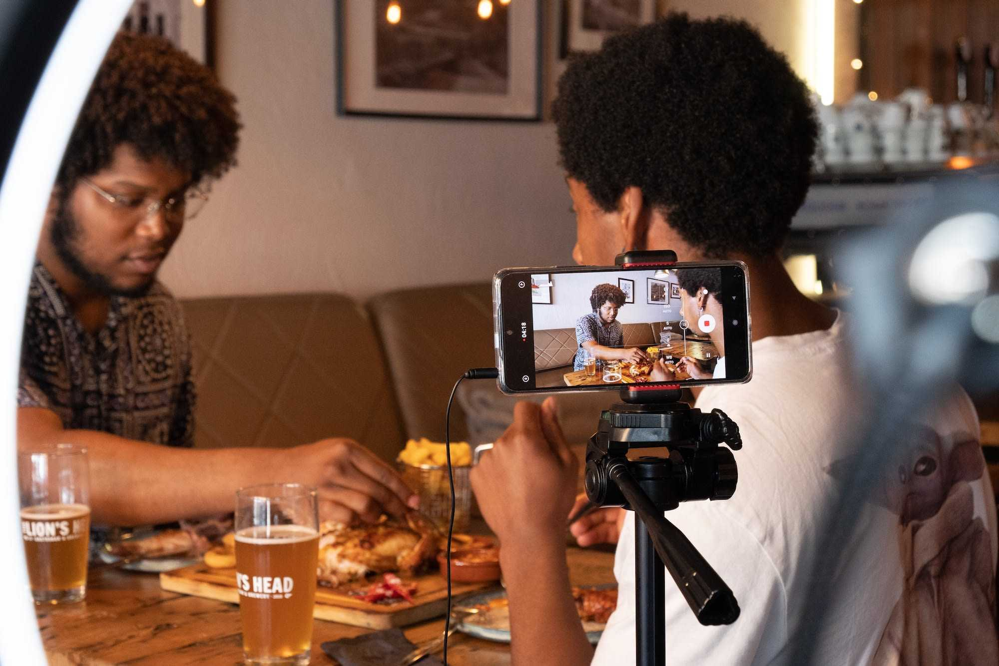 Tasters from our collaboration with Afrii learn more about South African cuisine at Lion's Head in Amsterdam, teaching viewers along the way.