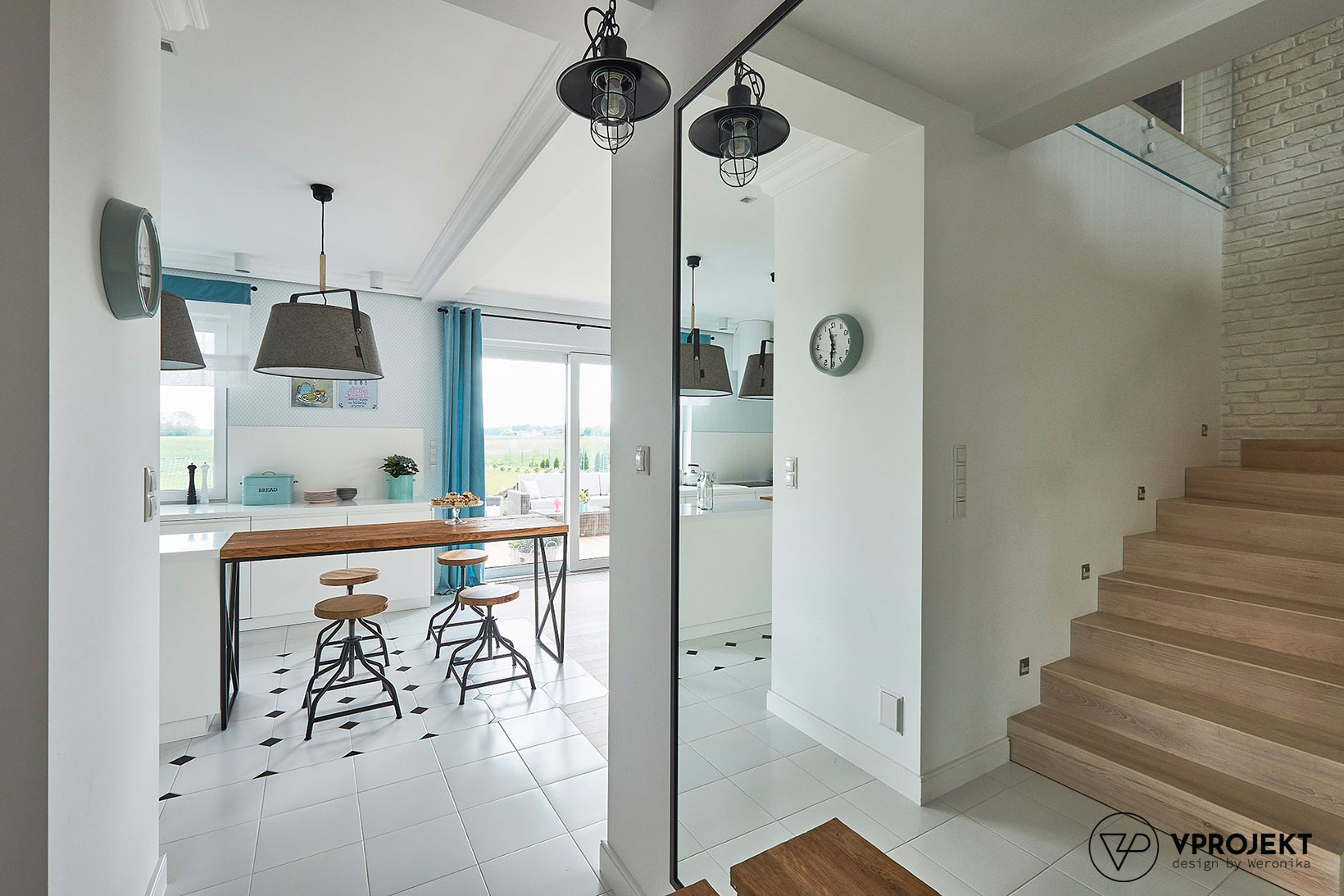 Kuchnia, schody na piętro, dom w Iławie