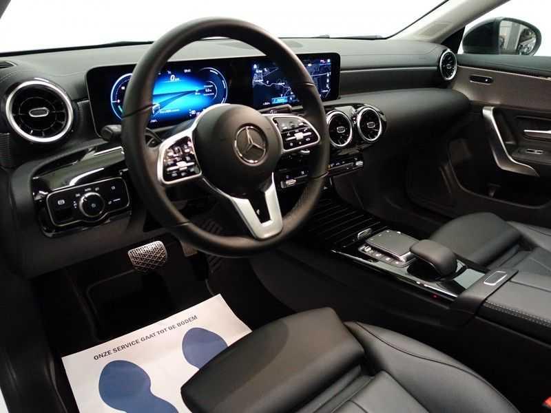 Mercedes-Benz CLA-Klasse AMG Night Edition Autom- Panodak, MBUX Widescreen, Leer, 2dkm! afbeelding 4