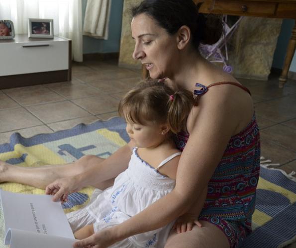 downs-syndrome-trisomy21-sofia-loves-reading-mom