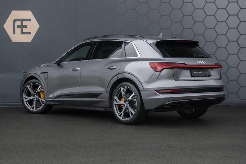 "Audi E-tron 55 e-tron quattro Advanced Pro Line S DECEMBER 2018!! € 146,- netto bijtelling pm! Head-up + B&O etc. Tot januari 2024 4% bijtelling!! Prijs inclusief 22"" velgen afbeelding 2"