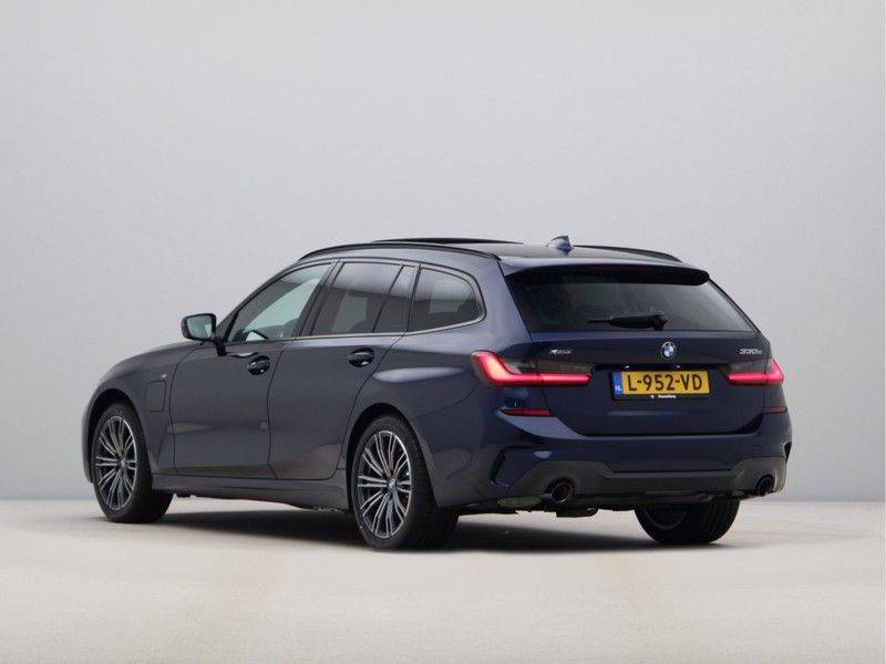 BMW 3 Serie Touring 330e xDrive High Executive M-Sport Automaat afbeelding 11