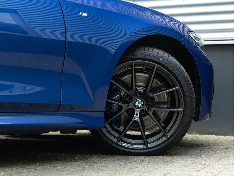 BMW 3 Serie Touring 330i M-Sport - Panorama - Driving Assistant Professional - DAB afbeelding 10