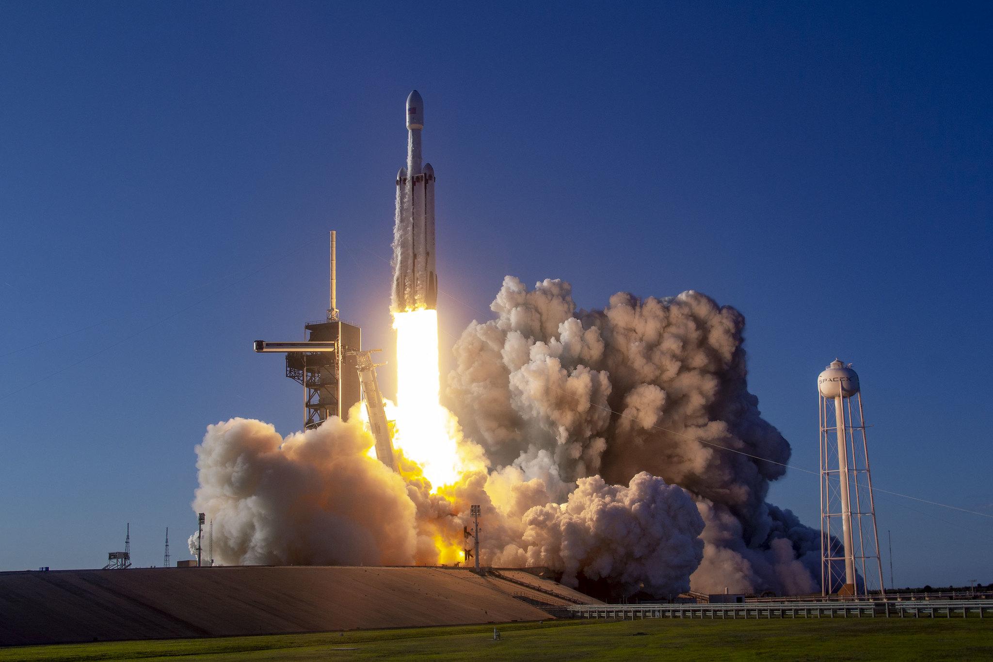 Figure 1: Lansarea Falcon Heavy din 11 aprilie 2019 cu satelitul de telecomunicații Arabsat-6A (Foto: SpaceX)