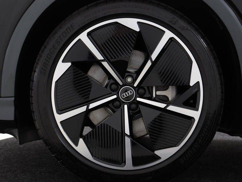 Audi Q4 40 e-tron Launch edition S Competition | Panoramadak | Lederen bekleding | Sonos | Head-up display afbeelding 22