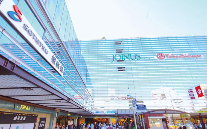 相鉄線横浜駅とジョイナスの外観