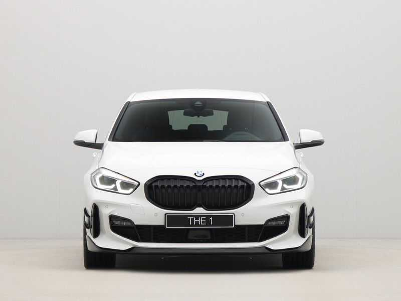 BMW 1 Serie 5-deurs 118i Executive Edition M-Performance Automaat afbeelding 10