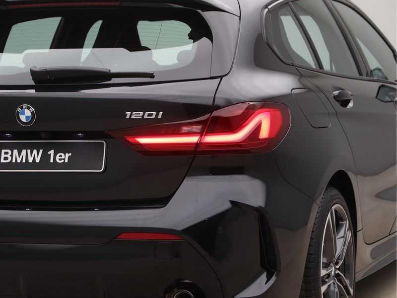 BMW 1 Serie 120i Exe Aut M-Sport 179 pk afbeelding 18