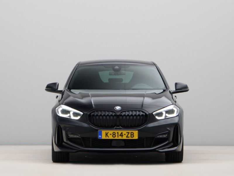 BMW 1 Serie 120i High Exe M-Sport Aut. afbeelding 3