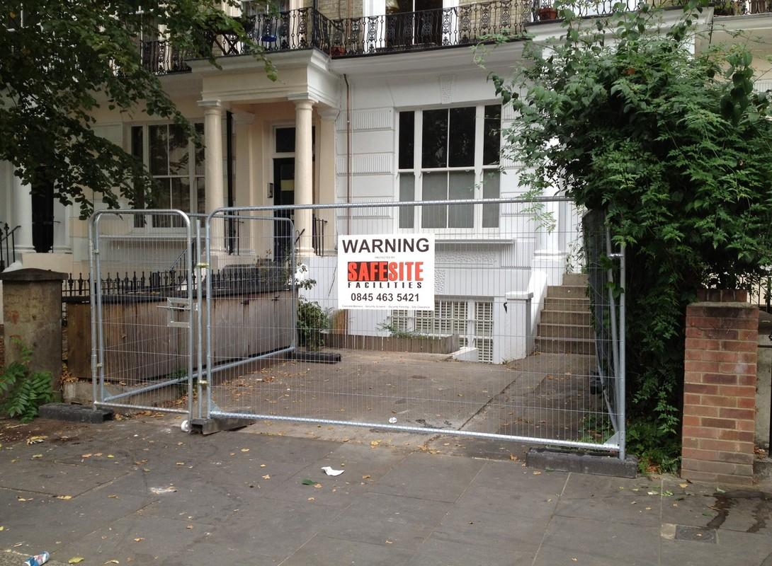 Heavy duty temporary fencing
