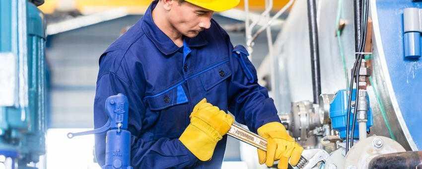 Accruent - Resources - Brochures - Break Down Information Silos to Improve Maintenance Efficiency - Hero