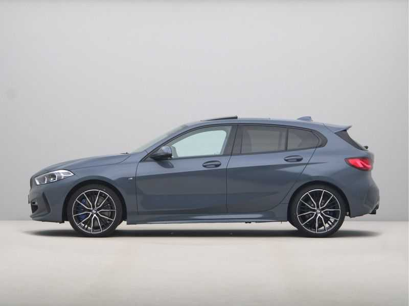 BMW 1 Serie 118i 5rds High Exe M-Sport Aut. afbeelding 3