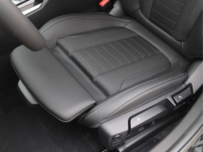 BMW 3 Serie Touring 318i Executive Sport Line Automaat afbeelding 14