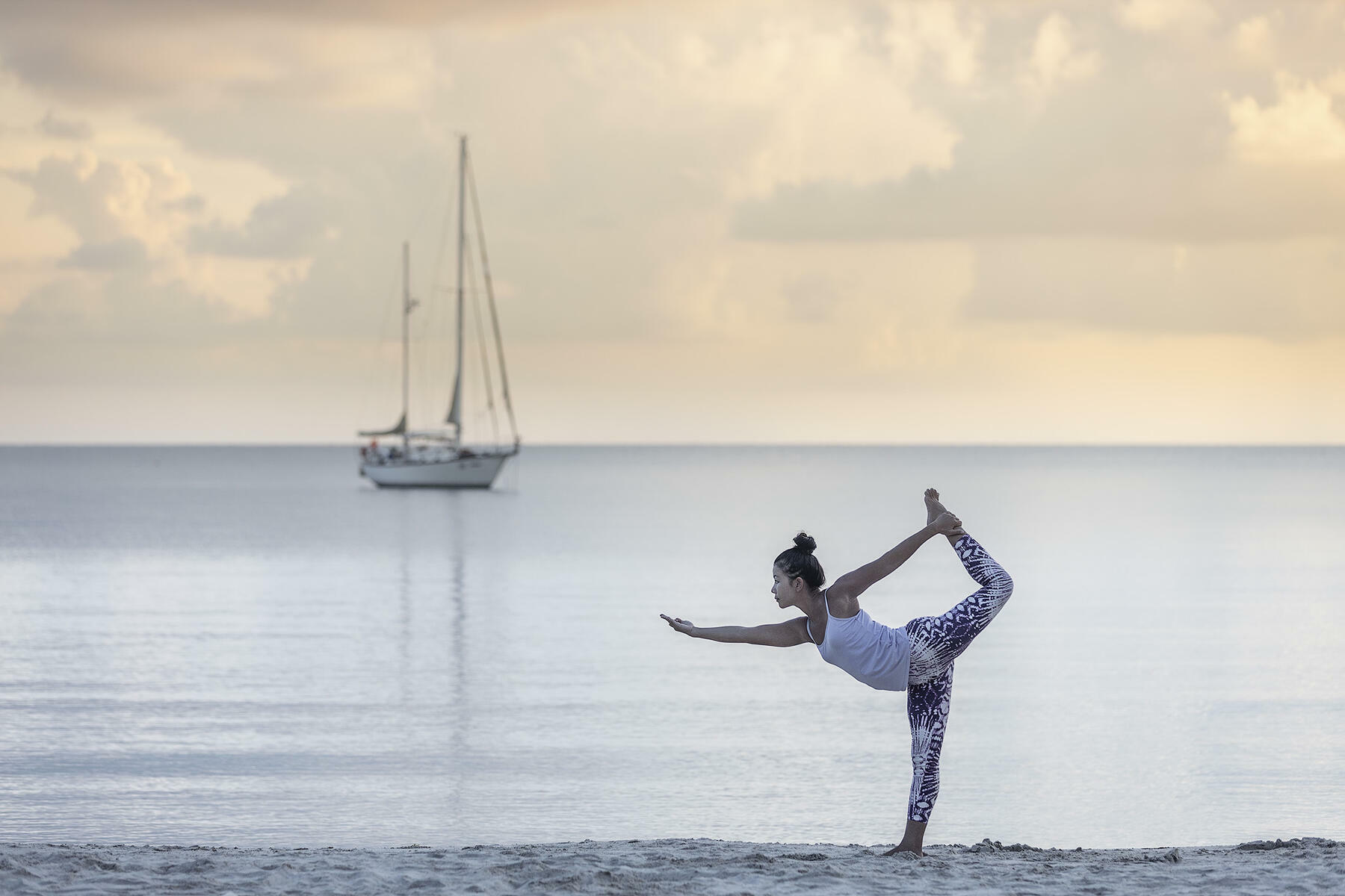 gallery/sailing-and-yoga-01.jpg