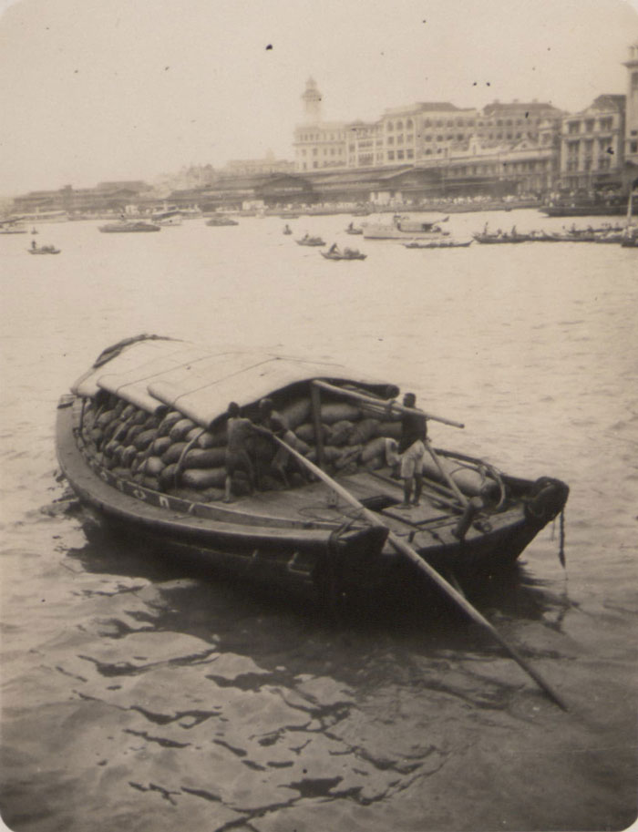 A twakow laden with cargo in Singapore harbour, 1925