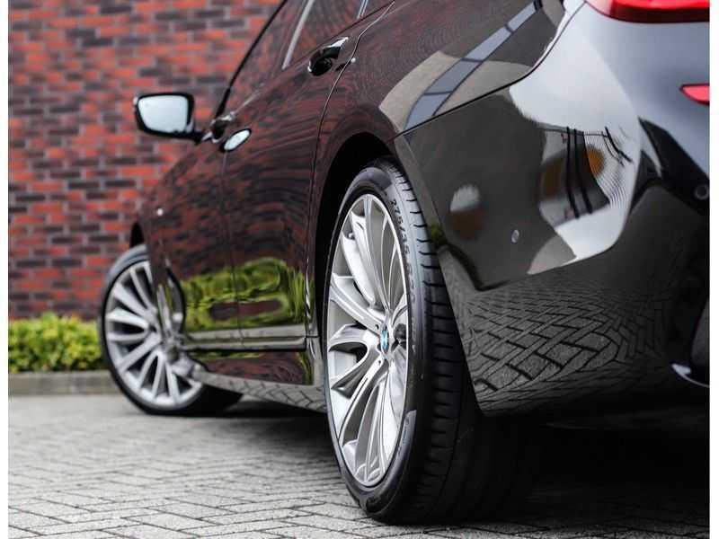 BMW 7 Serie 750d xDrive *M-sport*Head-Up*Asistant Plus* afbeelding 13