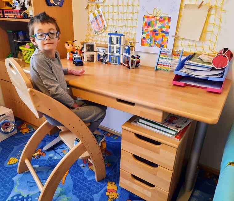 Poděkování za rostoucí psací stůl a židli