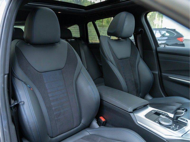 BMW 3 Serie Touring 330e xDrive M-Sport - Panorama - Active Cruise - Harman Kardon - Camera afbeelding 16