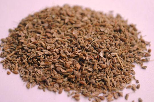 12 increíbles beneficios de la semillas de hinojo para la salud - Featured image