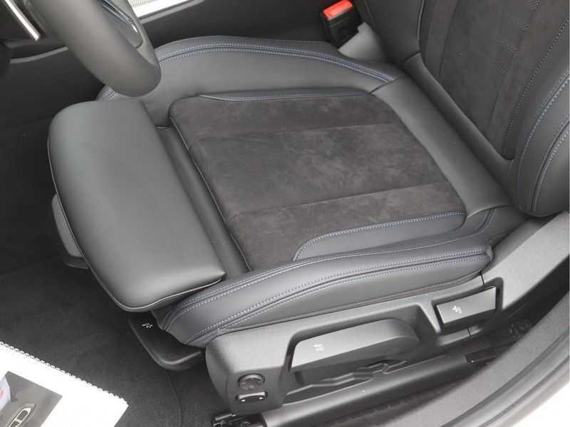 BMW 3 Serie Sedan 320i High Executive M-Sport Automaat afbeelding 22