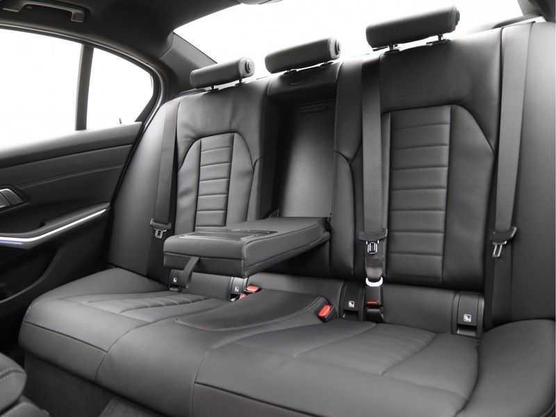 BMW 3 Serie 320i High Executive Model M Sport afbeelding 21
