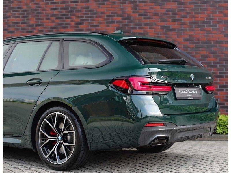 BMW 5 Serie 540i x-Drive *British Racing Green*HUD*Pano*Trekhaak* afbeelding 12