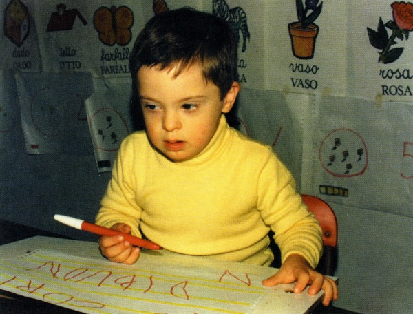 down-syndrome-francesco-writes-4-years-old