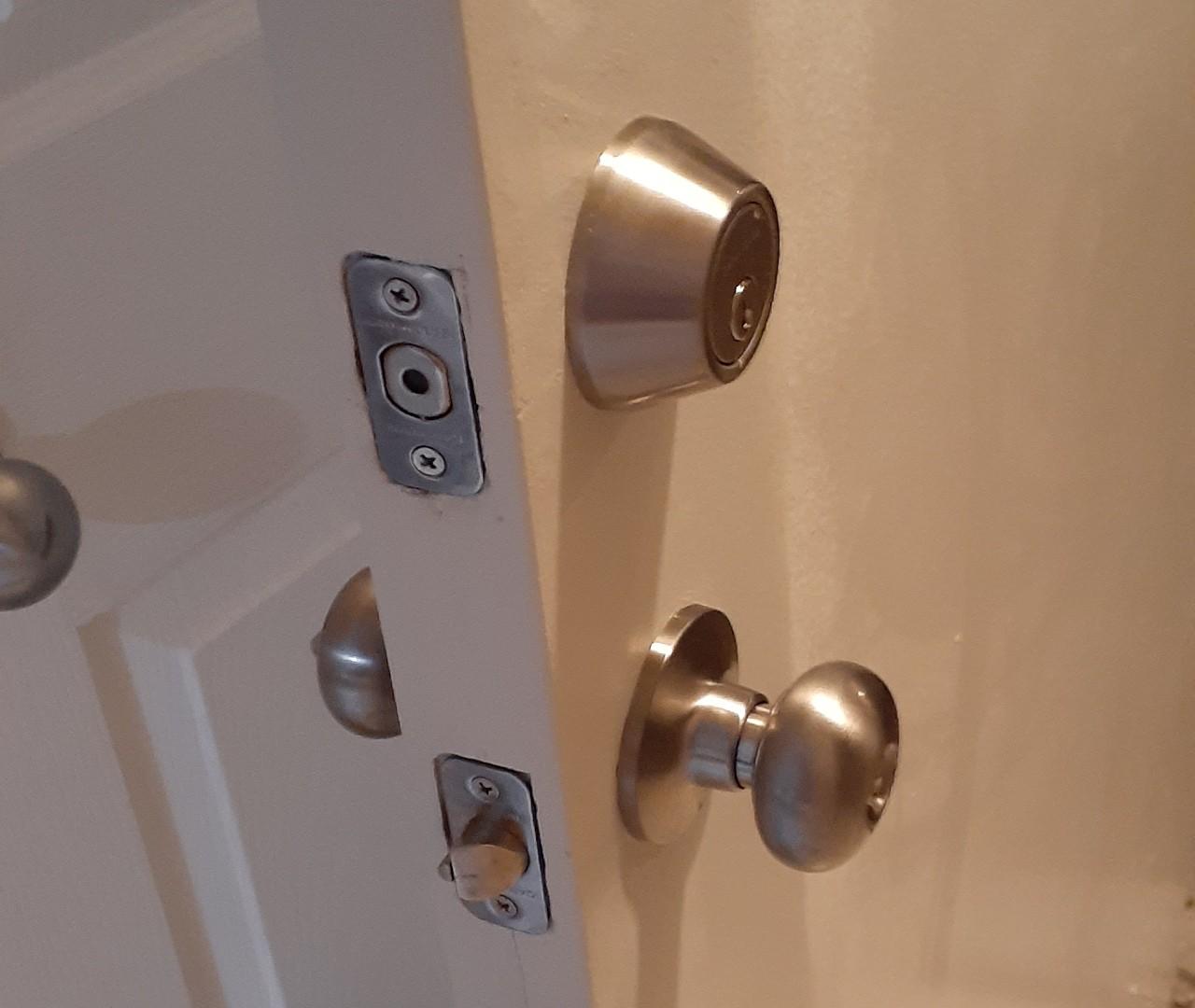repair-and-maintenance-door-handle-repairs--after-01