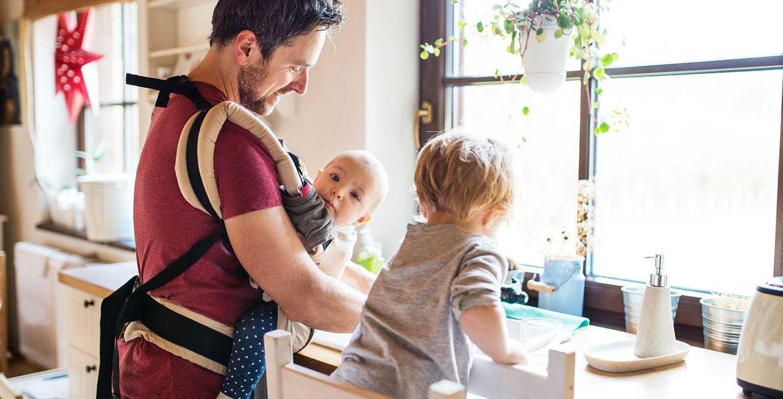 Vater mit zwei Kleinkindern - Elternzeit und Rentenversicherung so kriegst du beides unter einen Hut