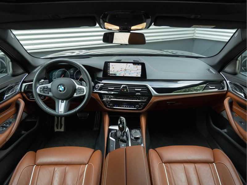 BMW 5 Serie Touring 530i xDrive M-Sport - Individual Leder - Trekhaak - Stoelventilatie afbeelding 25