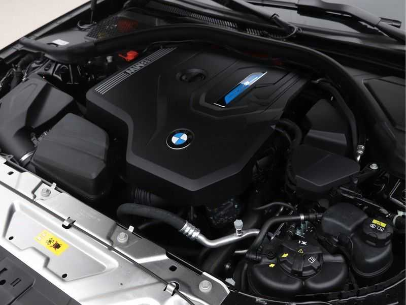BMW 3 Serie 320e High Exe M-Sport Hybrid afbeelding 3