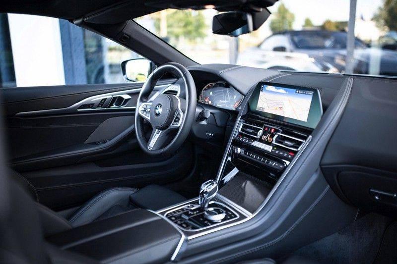 BMW 8 Serie 840d xDrive High Executive *Laser / Harman-Kardon / HUD / Nachtzicht / Carbon / ACC / Nekverwarming* afbeelding 6