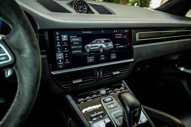 Porsche Cayenne 4.0 Turbo   Head-Up   Carbon   Panorama   3D Camera   BOSE   Trekhaak   Afwijkende stikselkleur   Stoelventilatie   NP 252.000! afbeelding 18