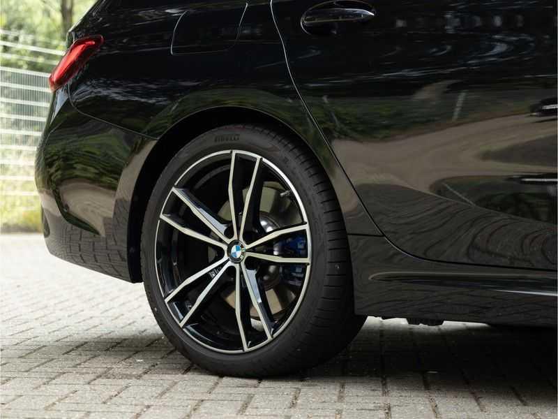 BMW 3 Serie Touring 330i M-Sport - Panorama - Trekhaak - Camera - Harman Kardon afbeelding 14