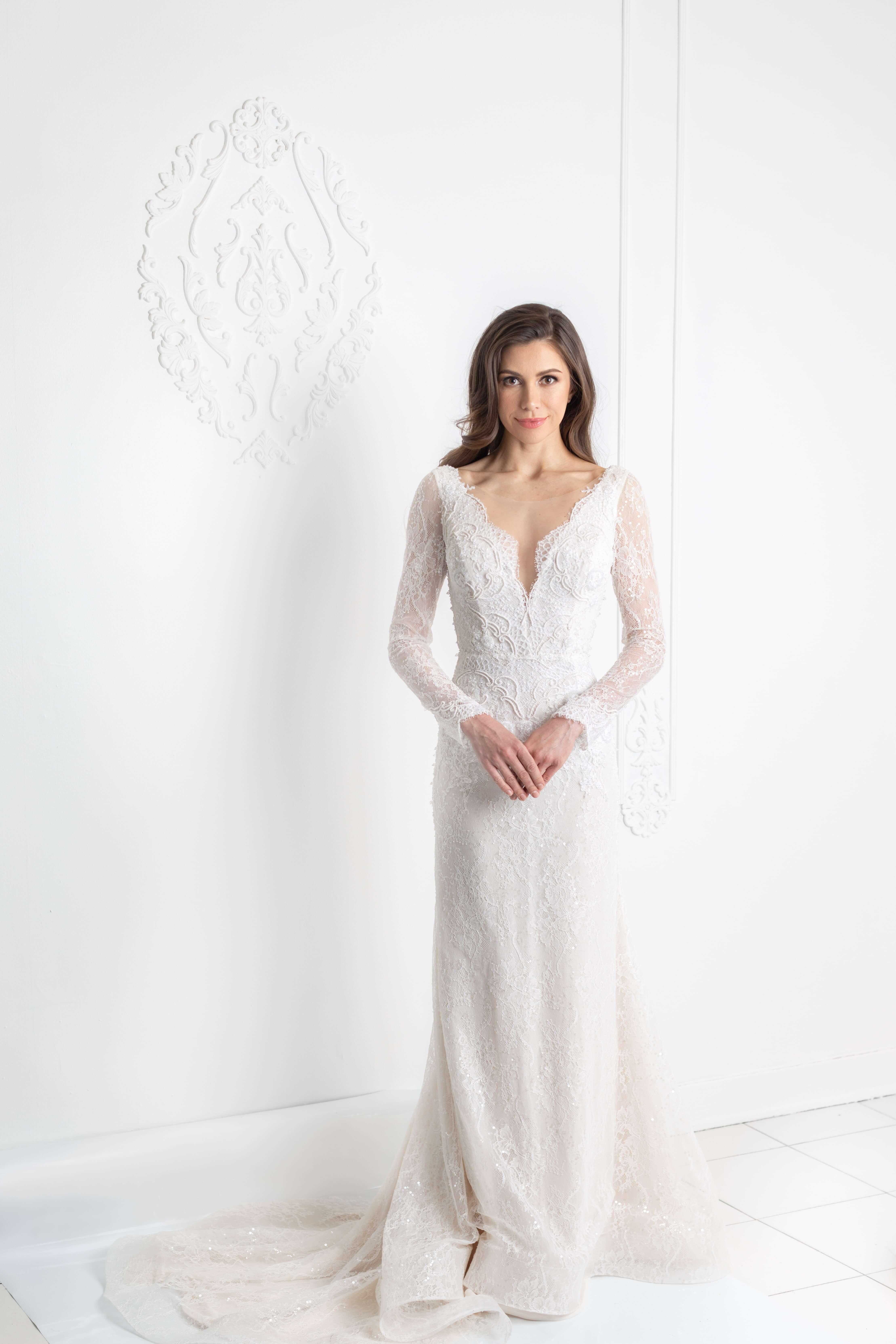 robe de mariee manches longues avec dentelle de chantilly perlee montreal lilia haute couture robes sur mesure