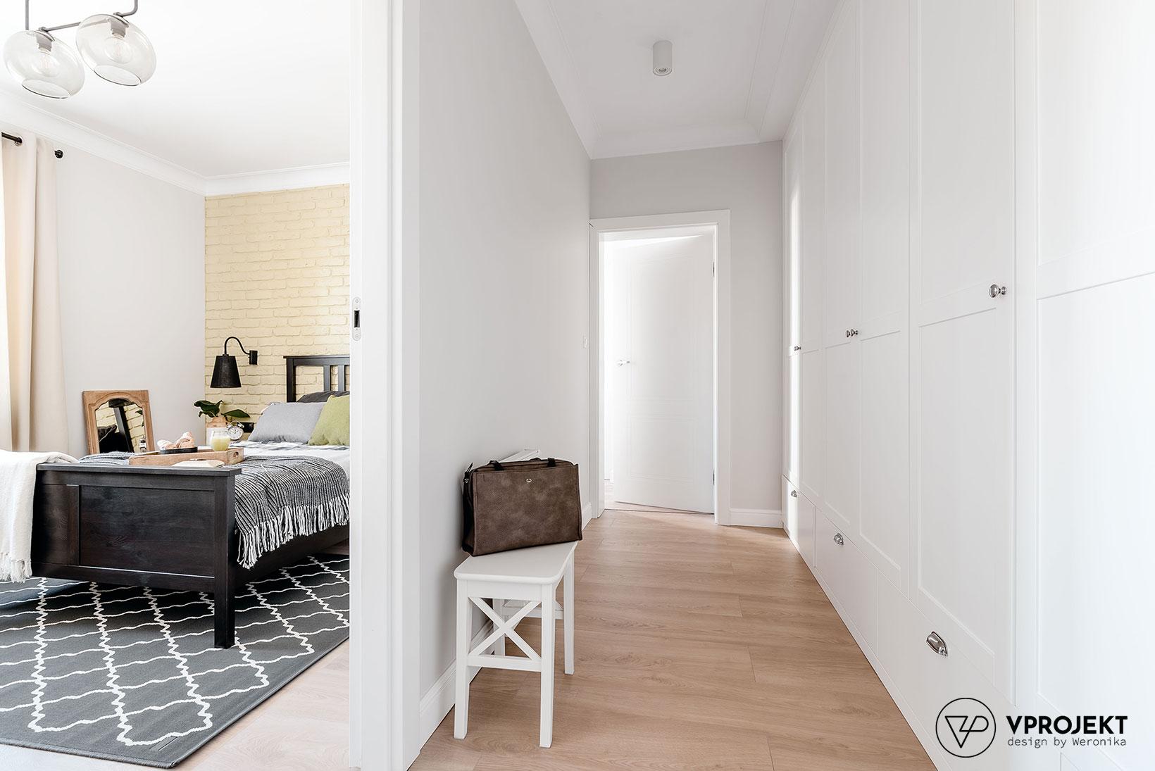 Widok na korytarz i sypialnię