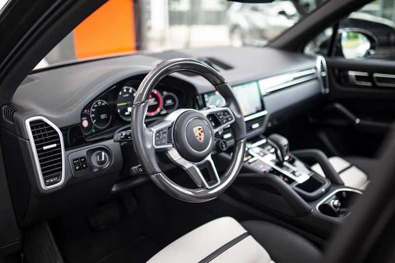 "Porsche Cayenne 3.0 E-Hybrid *Pano / BOSE / Massage / Stoelventilatie / 22"" / ACC / Sport Chrono* afbeelding 6"