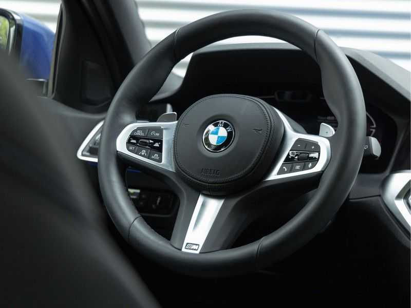 BMW 3 Serie Touring 330i M-Sport - Panorama - 19 Inch M-Performance - Active Cruise Controle afbeelding 15