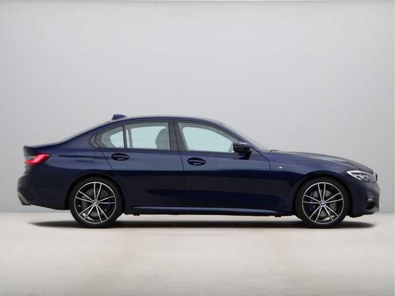 BMW 3 Serie 318i Executive Model M Sport afbeelding 7