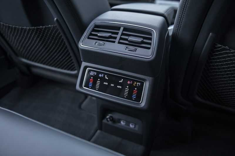"Audi E-tron 55 e-tron quattro Advanced Pro Line S DECEMBER 2018!! € 146,- netto bijtelling pm! Head-up + B&O etc. Tot januari 2024 4% bijtelling!! Prijs inclusief 22"" velgen afbeelding 18"