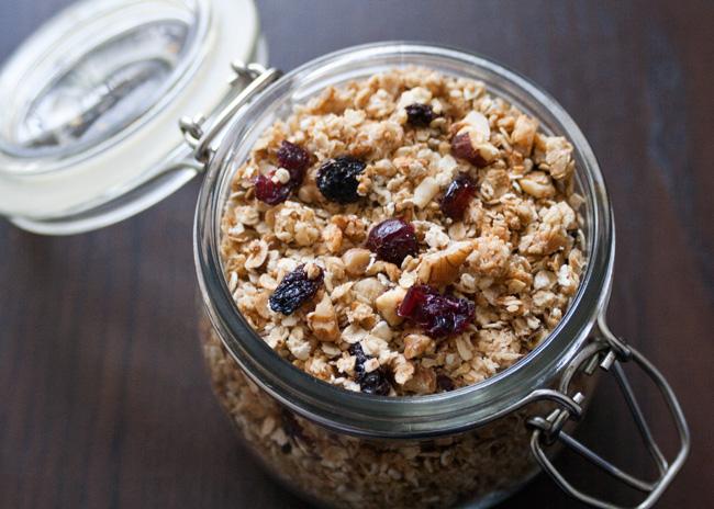 Crunchy, nutty granola recipe