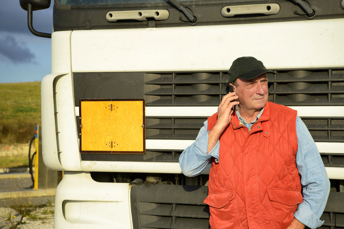 truck-driver-on-phone