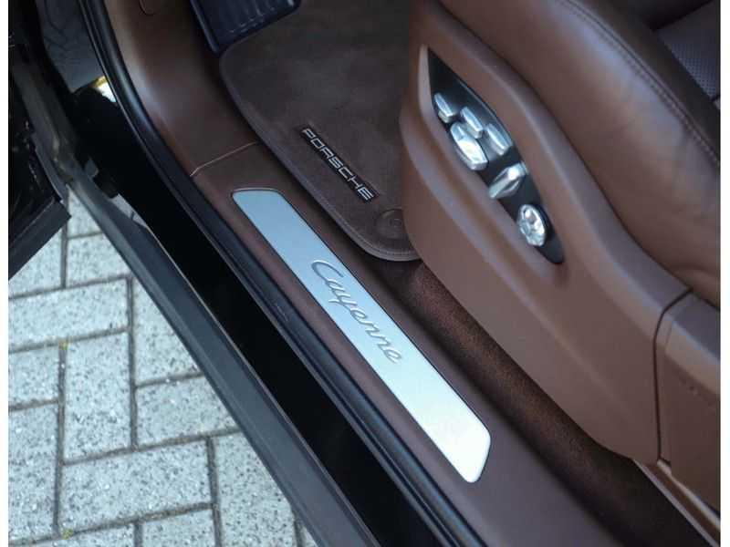 Porsche Cayenne 3.0 E-Hybrid *Pano*Chrono*ACC*PASM*HUD*Bose* afbeelding 18