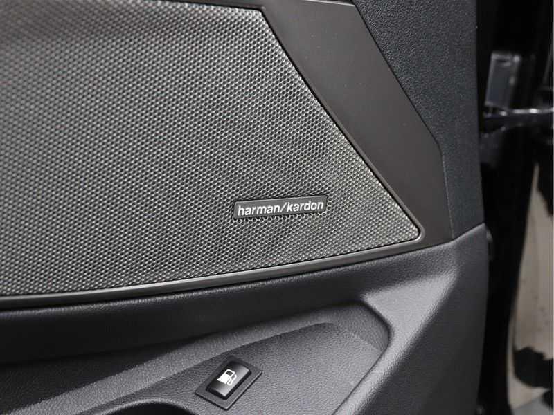 BMW 3 Serie 330e High Exe M-Sport Aut afbeelding 2