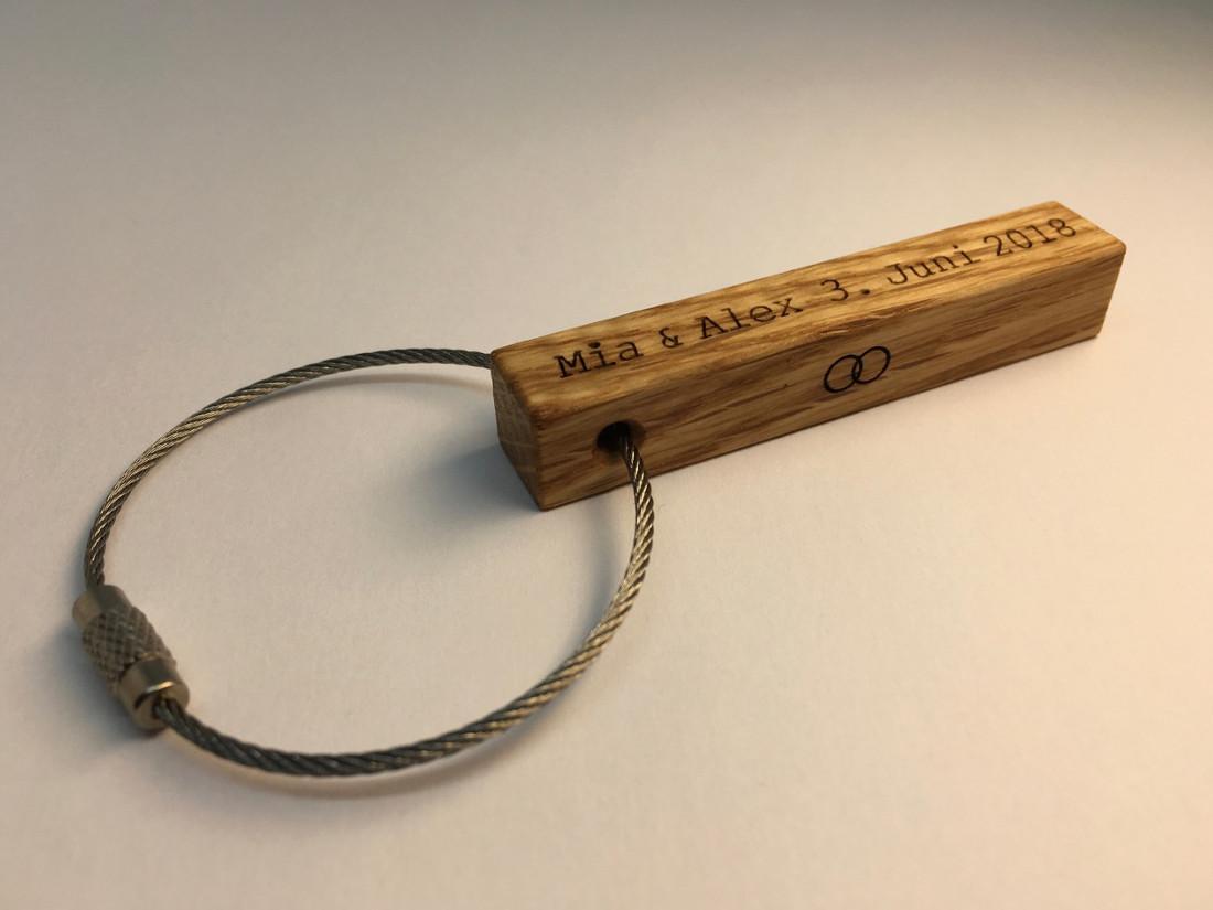 Die Schlüsselanhänger von RUPPERTdesign gibt es in Nussbaum- oder Eichenholz. Wenn Sie eine andere Holzart wünschen, dann fragen Sie gerne an.