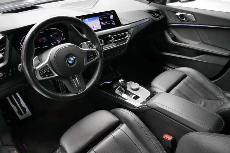 BMW 1 Serie M135i xDrive High Executive Virtual - Led - Panodak afbeelding 14