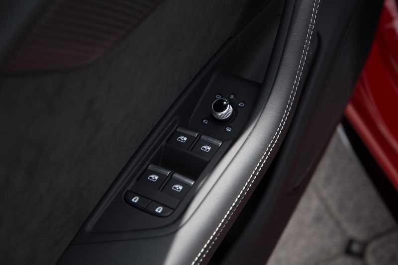 Audi RS4 Avant 2.9 TFSI quattro | 450PK | Sportonderstel Plus | Panoramadak | Inleg Carbon | B&O | Sportdifferentieel | Head-up afbeelding 9