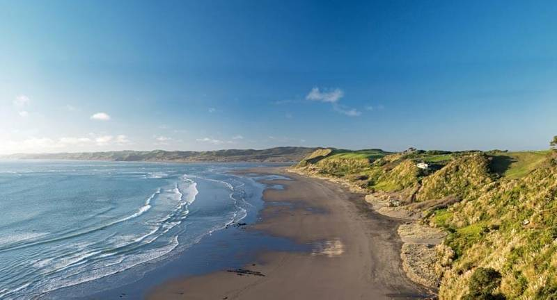4 Reasons Why Learning To Surf In Raglan Is The Absolute Dream!