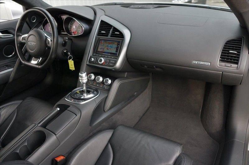 Audi R8 4.2 V8 FSI / 49dkm NAP / 1e eigenaar / B&O / R-Tronic / Orgineel Nederlands! / Navigatie afbeelding 4