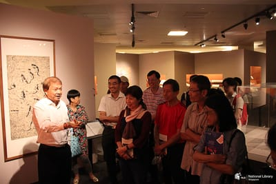 A photo Tan Swie Hien and a tour group.